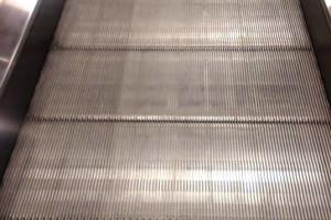 czyszczenie schodów ruchomych